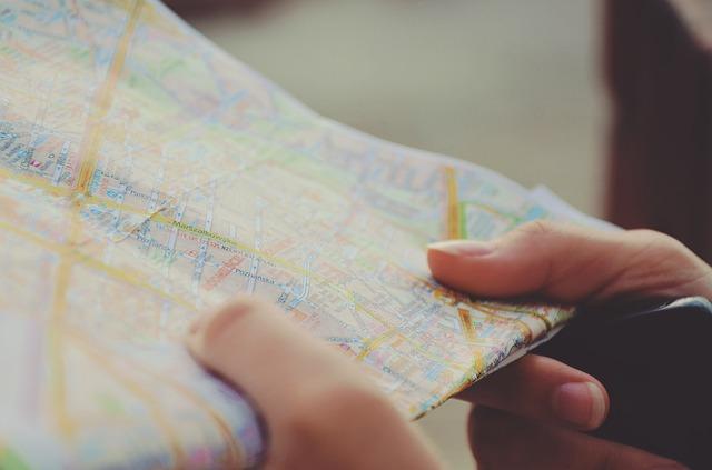 mapa v ruce