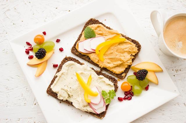 nazdobená snídaně.jpg