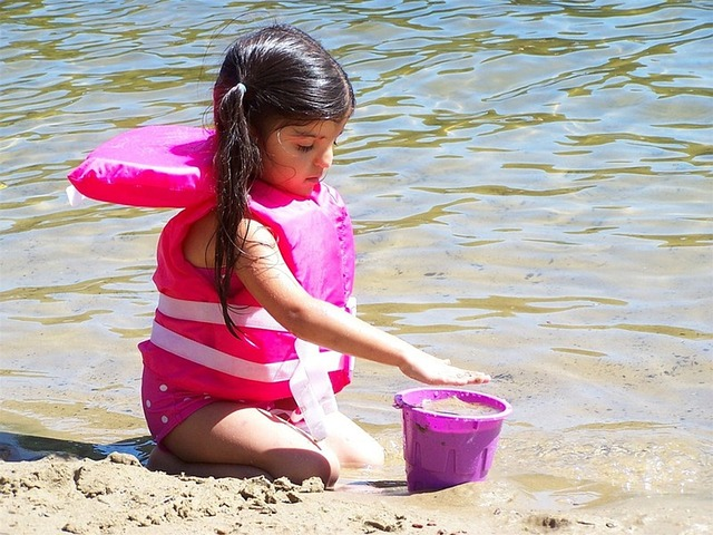 Zabavte děti nafukovacími pomůckami swim traines pool school
