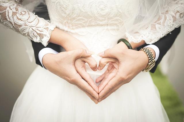 Svatební šaty vám musí padnout jako ulité